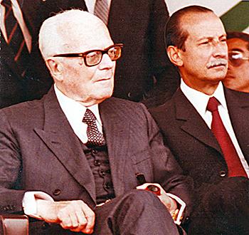 Il Presidente della Repubblica Alessandro Pertini con il Generale dei Carabinieri Arnaldo Ferrara